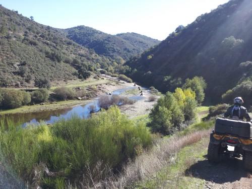magnifique petite vallée, au fond un petit rio à franchir